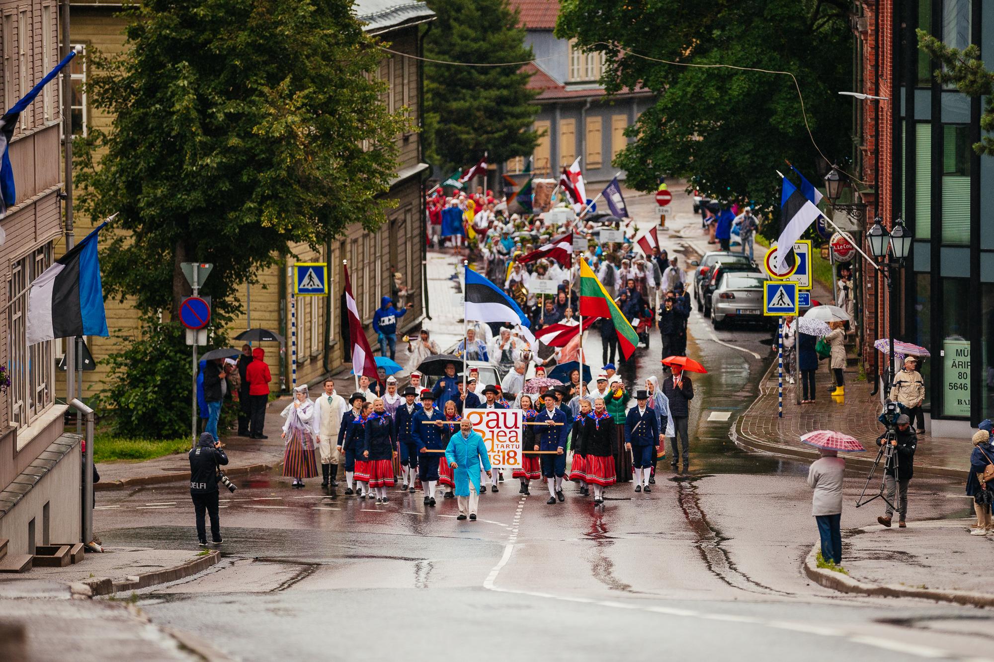 91215d1e21d Tuhanded trotsisid Gaudeamuse laulupeol jaanipäevale omast kehva ...