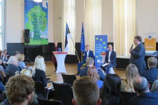 Euroopa Komisjoni hariduse, kultuuri, noorte ja spordi volinik Tibor Navracsics ja Tartu Ülikooli rektor Volli Kalm avalikul arutelul Euroopa hariduse tuleviku teemal haridus- ja teadusministeeriumis.
