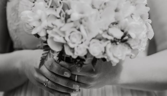 Abielude sõlmimine rahvastikutoimingute osakonna saalis (Tiigi 12) viiakse läbi üksnes noorpaari kohalolekul