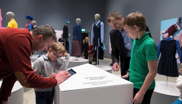 Mulluse konkursi  võidunäituse 'Vormitud lugu 12' avamine märtsis ERMis.