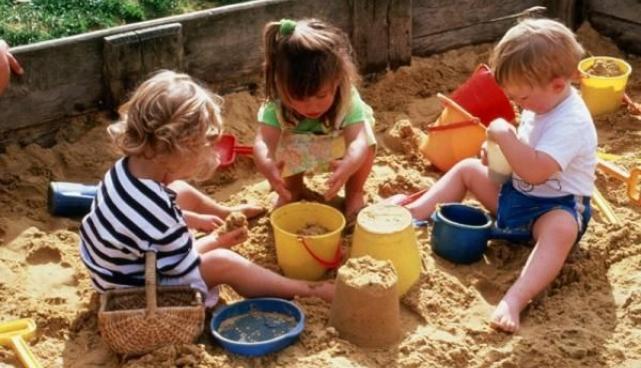 lapsed liivakastis