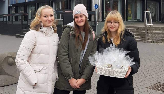 """Fotol on NOA projekti """"Tartu linn rõõmsamaks läbi hoolimisaktsioonide"""" meeskond."""