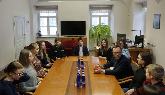 Noortevolikogu linnapeaga kohtumas
