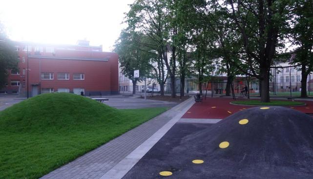 Mart Reiniku kooli hoov