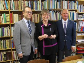 From the left: Urmas Klaas, mayor of Tartu, Liisa Löyttyniemi, chairman of the Tampere-Tartu Society and Timo P. Nieminen, a former mayor of Tampere.