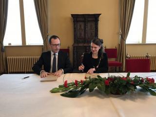 Tartu linnapea Urmas Klaas ja Tampere linnapea Anna-Kaisa Ikonen allkirjastavad koostööprotokolli aastateks 2017-2018.