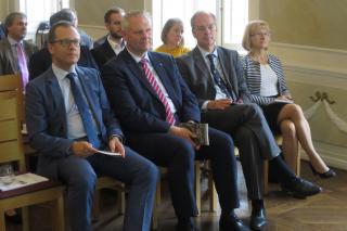 Pildil vasakult Tartu linnapea Urmas Klaas, Alam-Saksi liidumaa teadus-ja kultuuriminister Björn Thümler, Saksamaa suursaadik Eestis Christopf Eichhorn.
