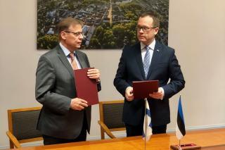 Tampere linnapea Lauri Lyly ja Tartu linnapea Urmas Klaas allkirjastamas uut koostööprotokolli aastateks 2019-2020.