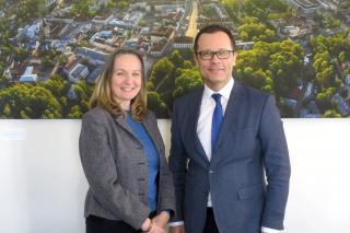 Iiri suursaadik Frances Kiernan ja Tartu linnapea Urmas Klaas.