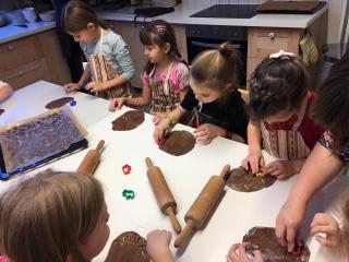 Kesklinna kooli õpilaste koolipäev mänguasjamuuseumis