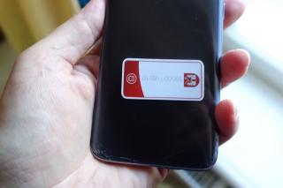 Kleebis mobiiltelefonil