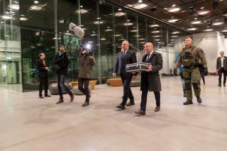 Tartu rahu originaallepingu toomine ERM-i 29. jaanuaril, foto ERM/Arp Karm