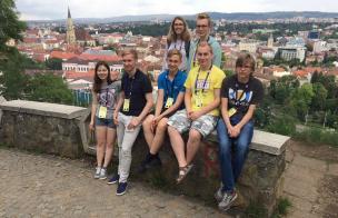 IMO 2018 Eesti võistkond giidiga.