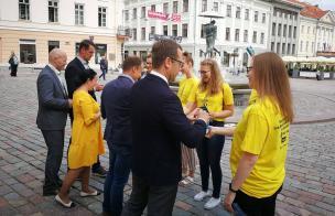 Täna kell 13.15 kohtusid linnajuhid Raekoja platsil Maarja kiriku vabatahtlikega