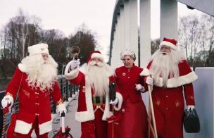 Embedded thumbnail for Teise advendiküünla süütamise eel peetakse pühapäeval raeplatsil jõuluvanade talimänge